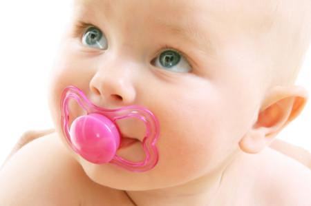 El chupete no produce malformaciones dentales si se abandona antes de los tres años